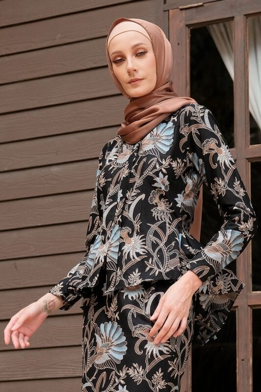 KS104 habra haute kebaya batik kebaya peplum kebaya pendek batik malaysia indonesia kebaya moden kebaya hitam biru